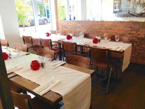 restaurant tafel, tafel indekken, zaken restaurant, zakelijke gast